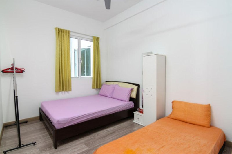 Bedroom No.3 - with 1 Single Bed & 1 Queen Size Bed ( 3 Person)