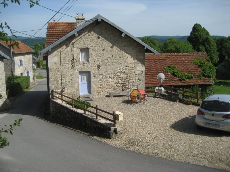 location appartement St Junien la Bregere Charmant gîte