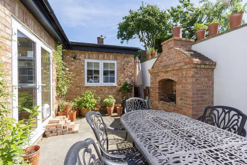 Chance Cottage - Pretty Double Room with Garden Views + Private Shower Room, holiday rental in Dover