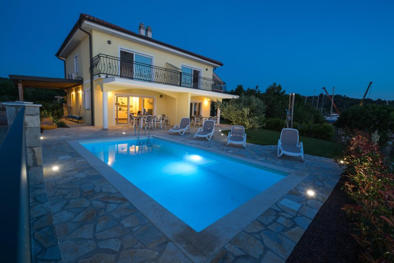 Seafront Villa Claudia with a panoramic Seaview and a swimming pool ****, vacation rental in Klimno