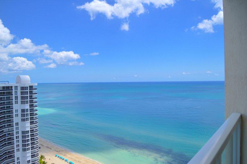 Kolla in dessa åsikter! Fantastiska havet och utsikt över staden från denna 29: e våningen.