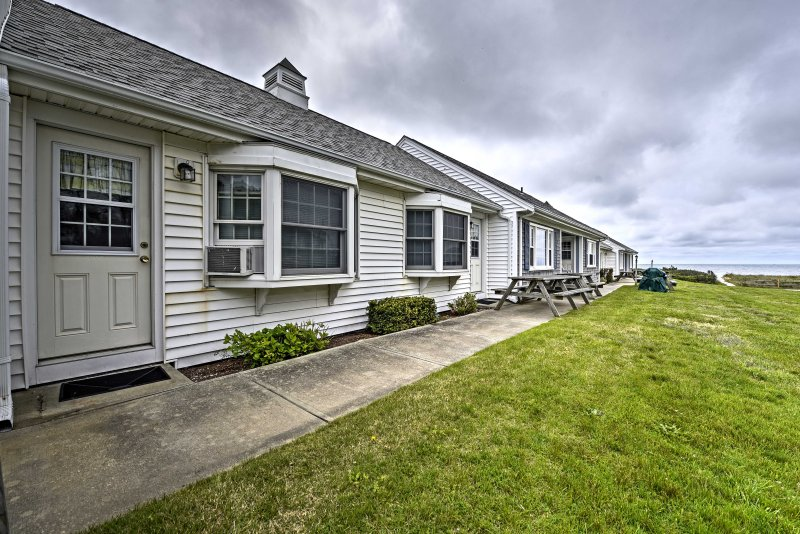 Discover the historic towns and lighthouses of Cape Cod from this 2-bedroom, 1-bathroom Dennis Port vacation rental condo!