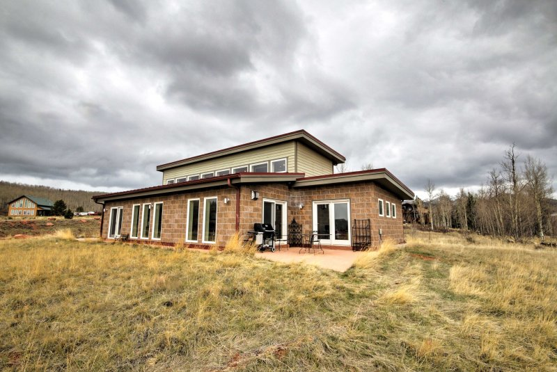 8 guests will comfortably sleep in this eco-friendly home which sits on 6-acres.