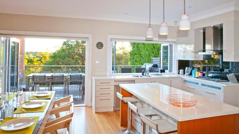 cocina totalmente equipada con comedor interior / exterior