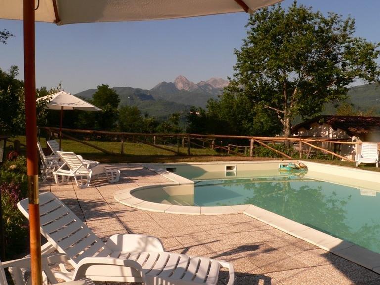 Agriturismo 'Antico podere De Stefani' (10+2 letti) piscina in uso esclusivo, aluguéis de temporada em Castelnuovo di Garfagnana