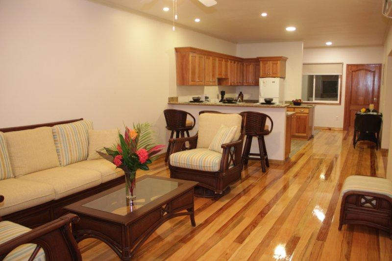 habitaciones iluminadas brillantes limpias con aire acondicionado.