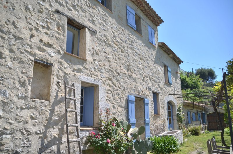 Refurnished old olive mill in quiet place near to Vence