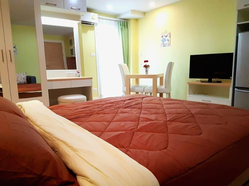 Pretty room+Free wifi+Pools+Gym+near Airport+Cozy, alquiler de vacaciones en Ban Pong