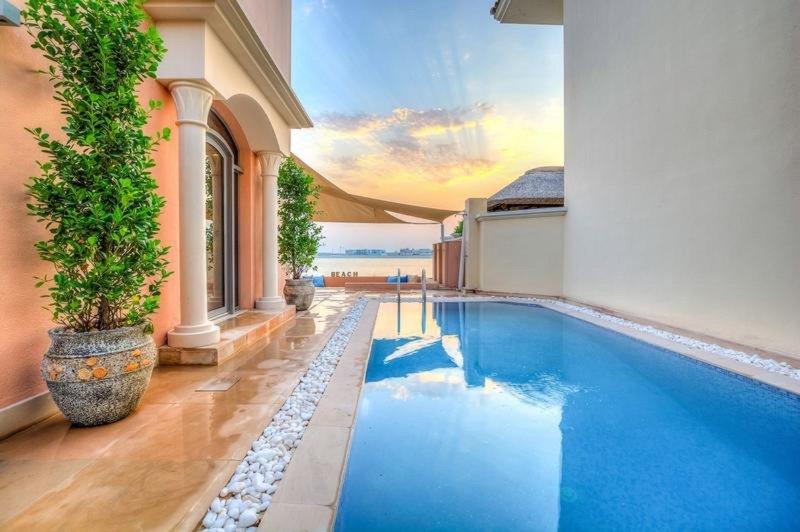 La piscina y playa Vista