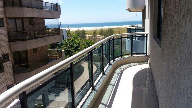 Alugo Apartamento na Praia de Cabo Frio, vacation rental in Cabo Frio