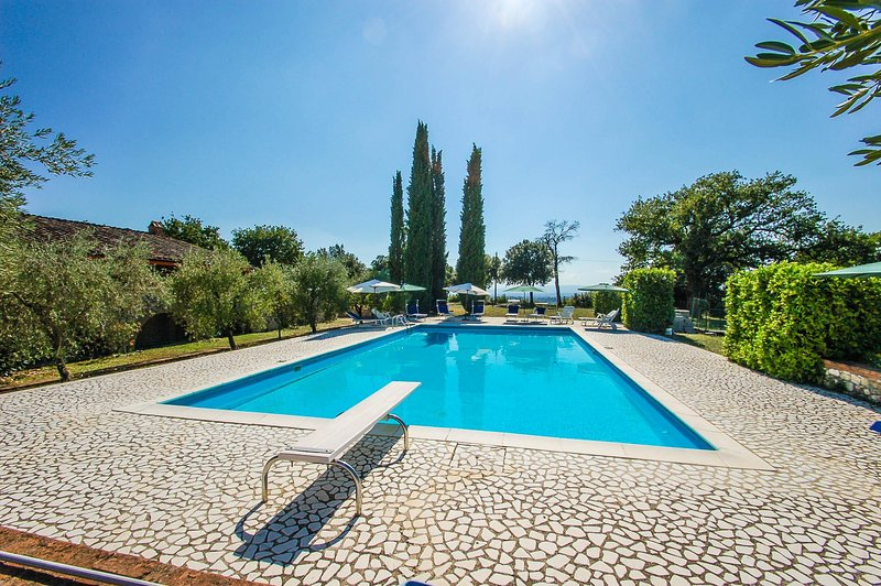 Villa with private 14x7 meter pool at 2km from supermarket & restaurant., vacation rental in Otricoli