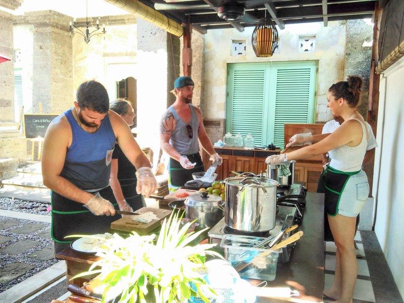 scoprire la vera esperienza di Bali; affettatura, spezzettatura, e la cucina come arte