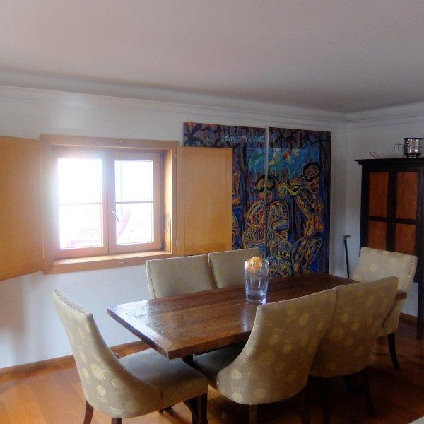 Beautiful Cascais 3 level home - beach, dining, history, outdoors all in minutes, aluguéis de temporada em Estoril
