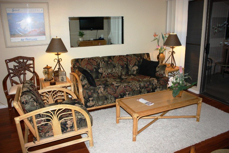 Chair,Furniture,Bench,Dining Room,Indoors