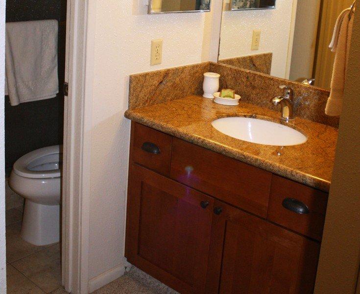 Toilet,Sink,Blanket,Towel,Furniture