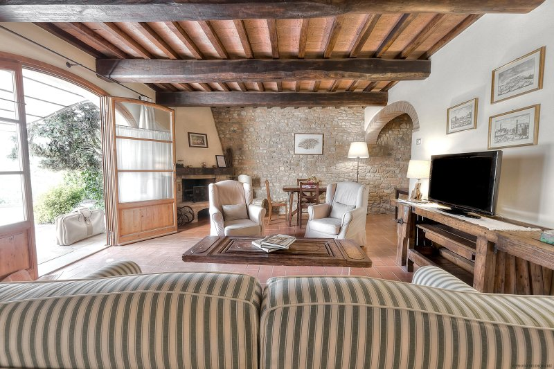 FIENILE COTTAGE, 8-9 pers, Air-Conditioning, Wi-Fi, Swimming-Pool, Catering, alquiler vacacional en Montegufoni