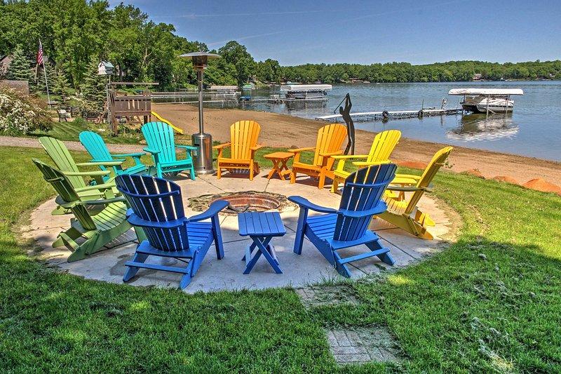 Disfrutar de espectaculares vistas al lago alrededor de la propiedad!