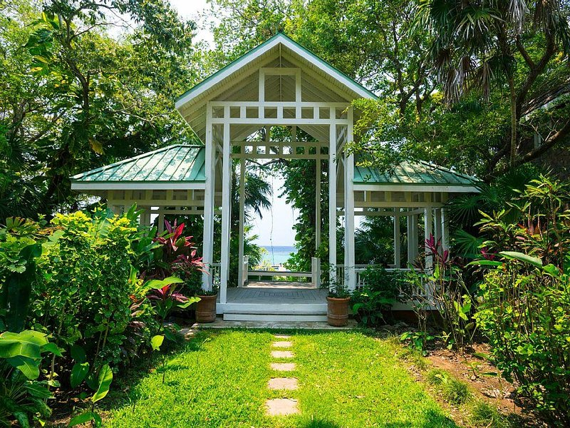 Vista Pavilion, 2 minute walk,  entryway to white sand beach and Caribbean Sea.