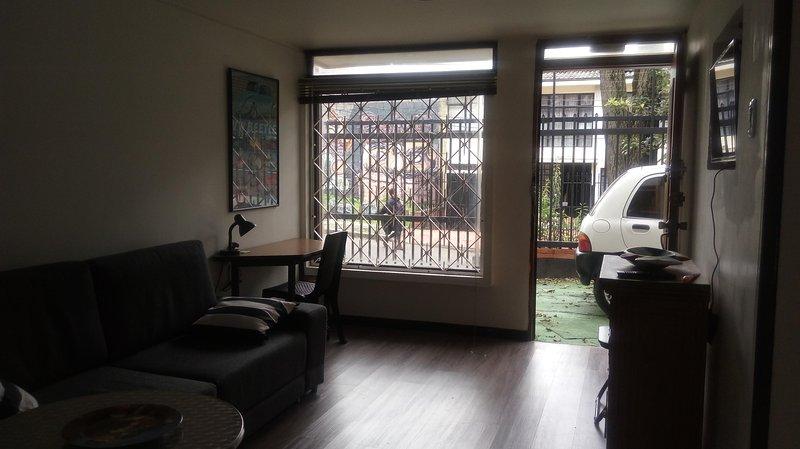 Apartaestudio cerca al centro en Bogotá. Barrio La Macarena, location de vacances à Choachi