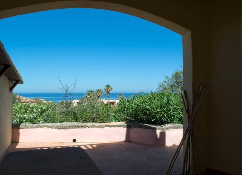 Panoramic Sea Views, Cottage Apartment, 6 min Walk To Beach, holiday rental in Isola Rossa