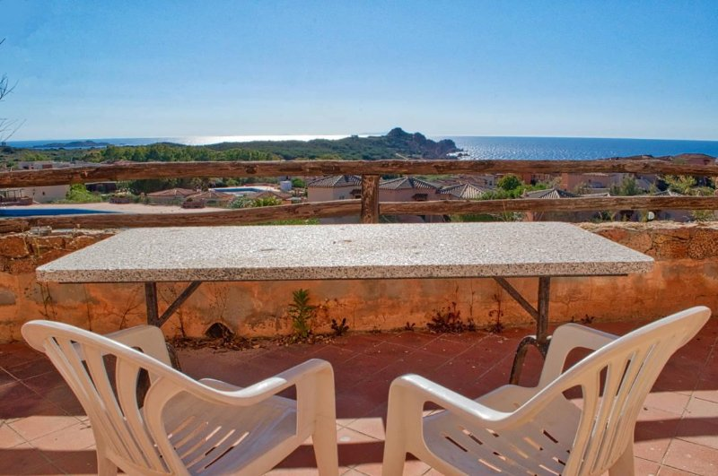 Sea Views and Terrace - 6 min Walk To Beach, holiday rental in Isola Rossa