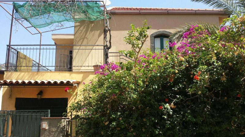 Gole dell'Alcantara Casa Antonio - Borgo Pantalemme, alquiler vacacional en Francavilla di Sicilia