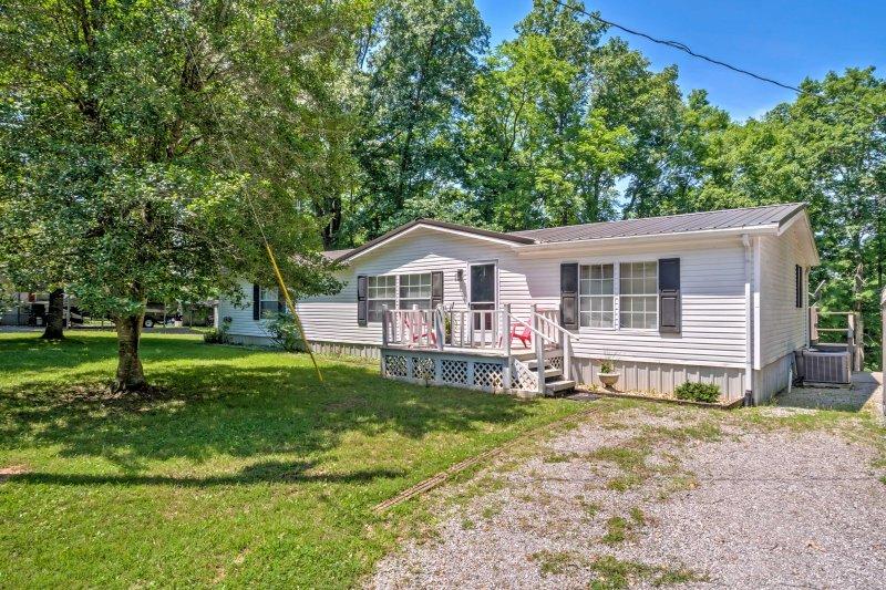 Questa bella casa è situata su un grande appezzamento di terreno a Cadice, nel Kentucky!