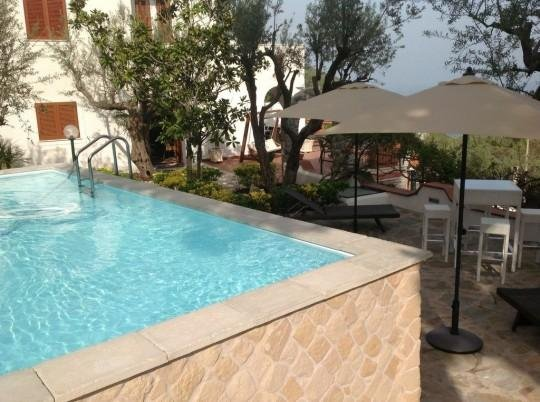 Private pool and sea view in Nerano, holiday rental in Sirenuse