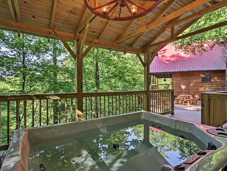 Your Smoky Mountains adventure awaits at this Sevierville vacation rental cabin.