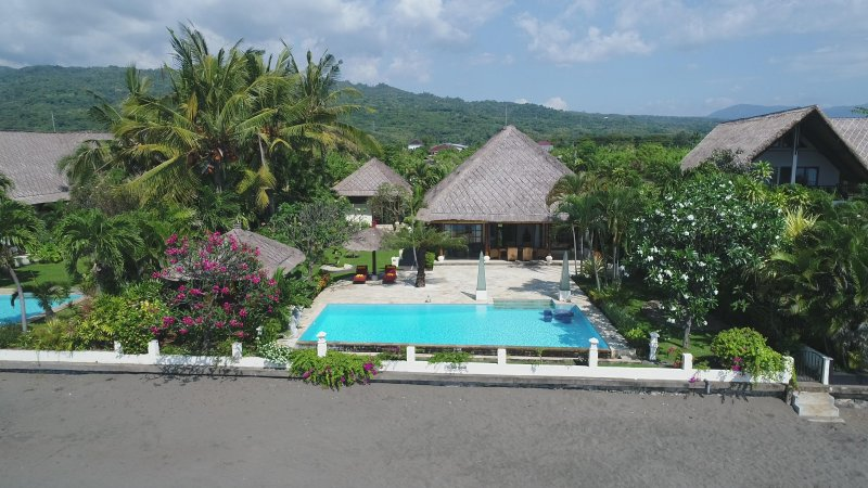 Villa Surgawi, holiday rental in Lovina Beach