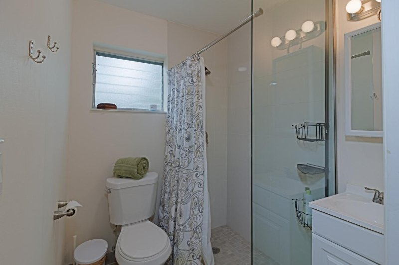 Fully private parking, entrance and bathroom