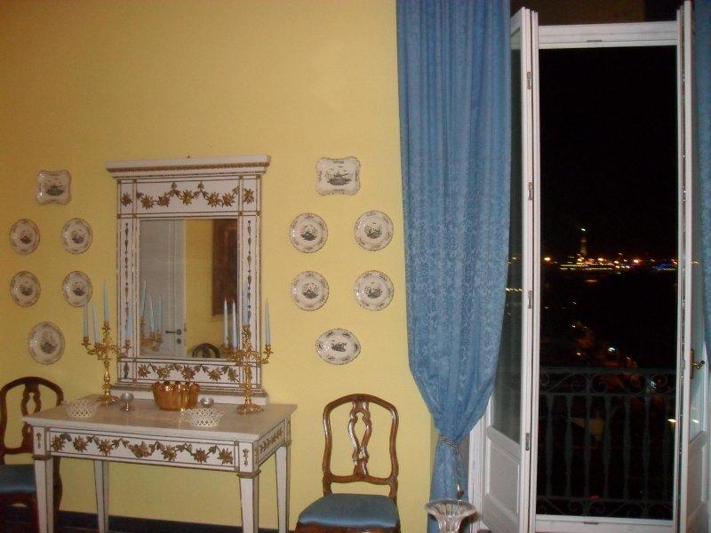 Appartamento in palazzo dei rolli , front 'Porto Antico', holiday rental in Neirone