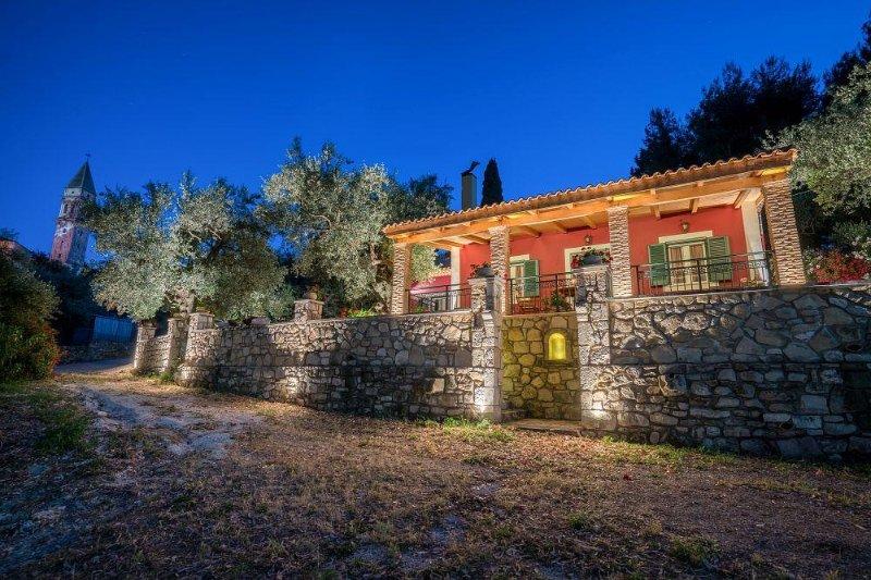 Villa Aelia 3-Bedroom House, holiday rental in Loucha