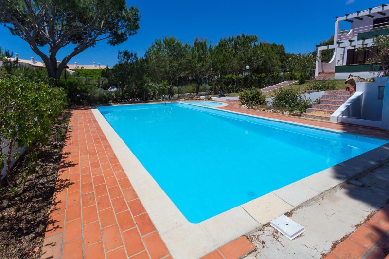 Falesia Beach (26) 2 bedroom Townhouse with pool, holiday rental in Albufeira