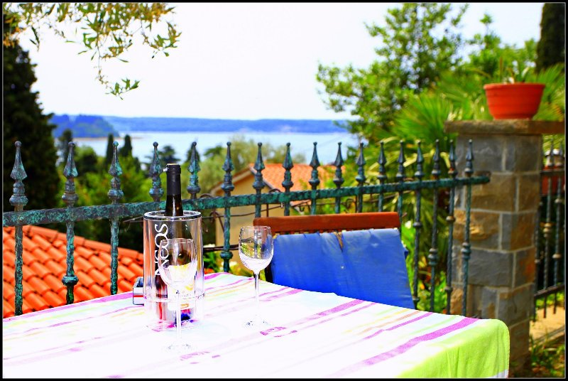 VP4 Sea View Holiday Room with Private Bathroom, holiday rental in Strunjan