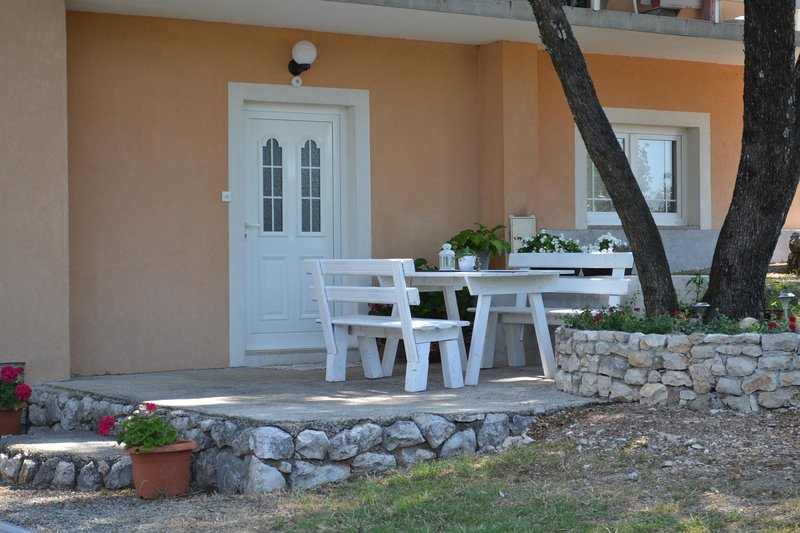 Apartment Kamenar, vacation rental in Sarsoni