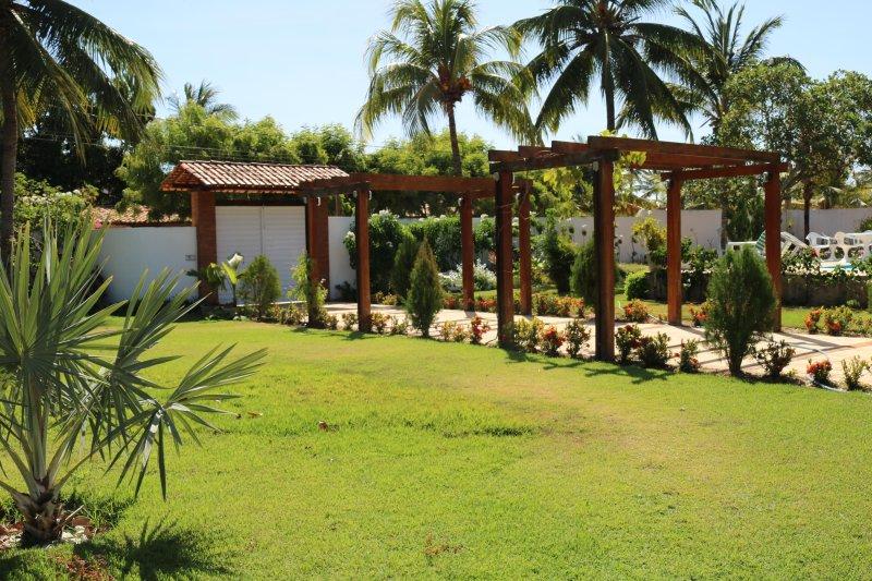 Site in de buurt van het strand en de rivier in Aracaju, met zwembad en prachtige groene omgeving