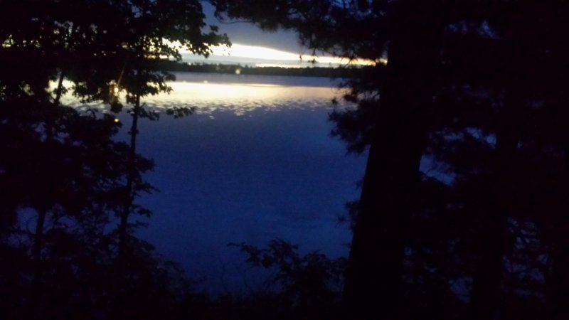 En fin de journée au bord du lac.