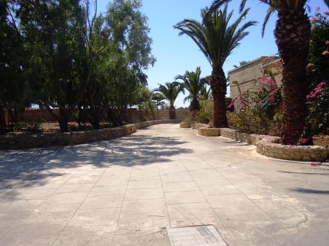 GHANNEJ holiday villa drive way