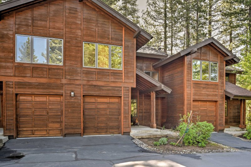 Find the perfect Incline Village retreat at this 3-bedroom, 2.5-bathroom vacation rental condo which comfortably sleeps 8.