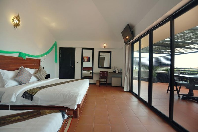 Deluxe Family Suite with Private Balcony - Free Pick Up, location de vacances à Province de Siem Reap