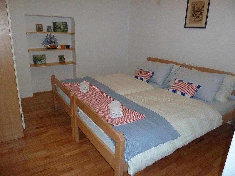 Chambre avec lits jumeaux (colud être mis ensemble ou séparément), au premier étage