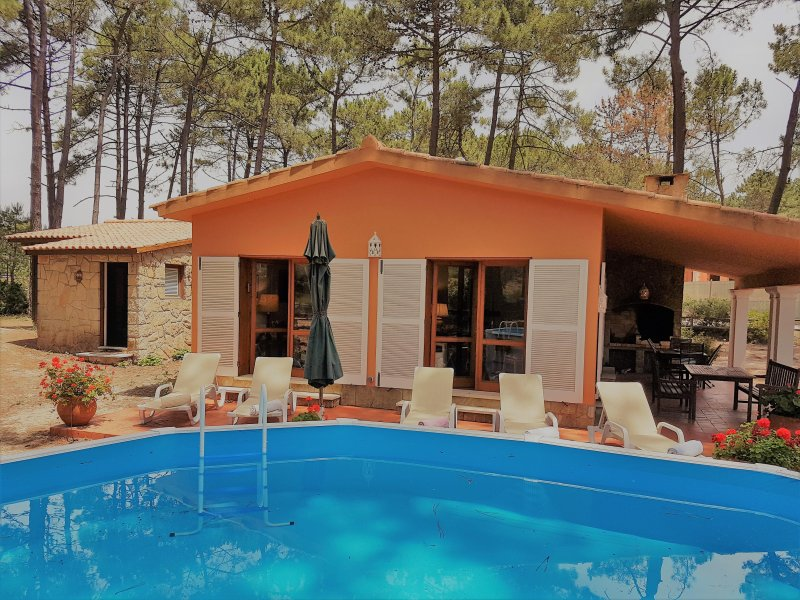 AROEIRA GOLF AND BEACH COTTAGE byHOST-POINT, vacation rental in Charneca da Caparica