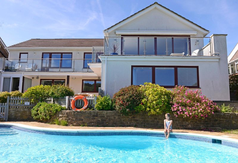 Fairways - stunning four-bedroom house with pool and views of South Downs & Golf, vacation rental in East Dean
