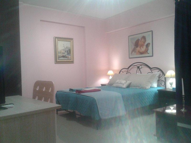 Super 36sqm Junior Suite in luxurious picturesque area, location de vacances à Piraeus