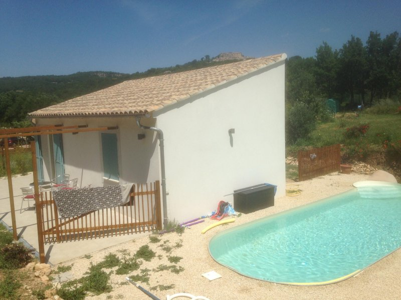 Gîte en Luberon avec piscine, holiday rental in Castellet