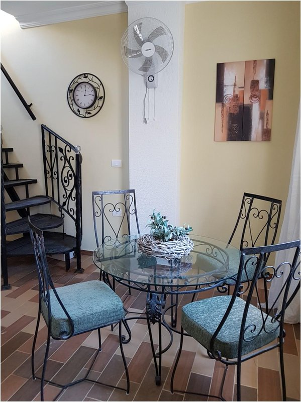 Dining area for 4 people in the living room