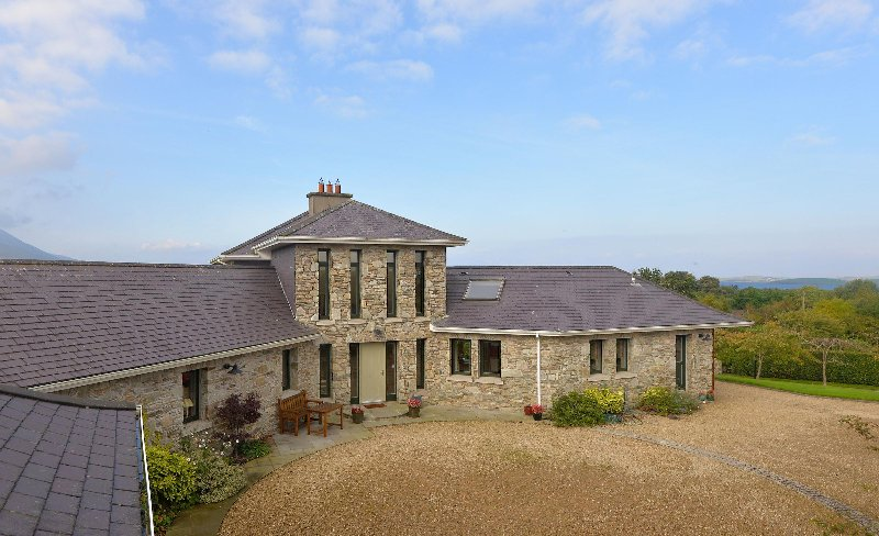 Secluded Private 4 bed Family Holiday Home, Ferienwohnung in Westport