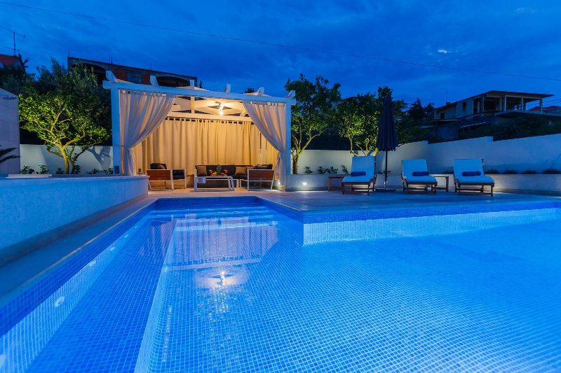Luxury 4* Apartment Giovanni with heated pool – semesterbostad i Trogir