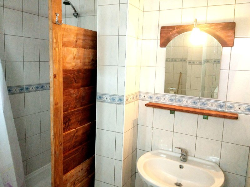 shower 2 in second flat